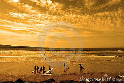 Student surfers glorious sunset beach