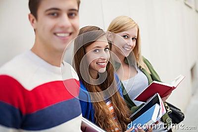 Studenten die boeken houden
