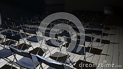 Studentenhalle mit leeren Stühlen stock video