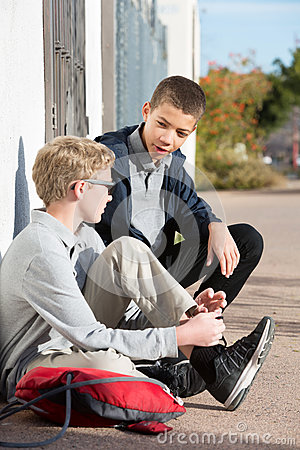 Free Students Hanging Out At Side Of Wall Talking Stock Photo - 91754470