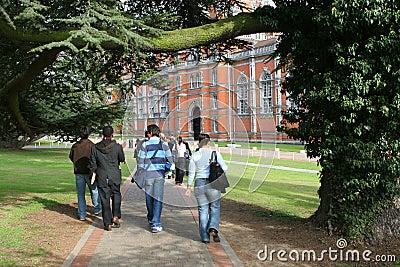 Studia uniwersyteckie edukacji uczniów