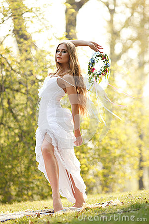 Stunning hippie bride with flowers