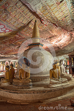 Free Stupa And Buddha Statues In Dambulla Cave Temple, Sri Lanka. Unesco World Heritage Site Stock Photos - 29314123
