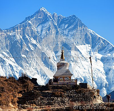 Free Stupa Near Namche Bazar And Mount Lhotse South Rock Face Royalty Free Stock Images - 90320539
