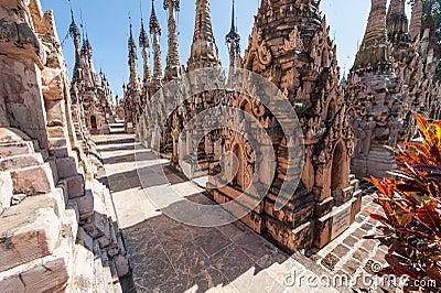 Complexe de pagoda de Kakku