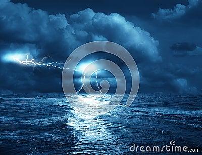 Sturm auf Meer