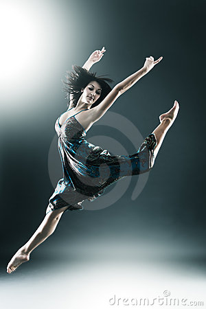 Free Stylish And Young Modern Style Dancer Is Jumping Royalty Free Stock Photos - 13600368
