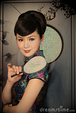 Free Stylish Chinese Woman With A Fan Royalty Free Stock Images - 7550439
