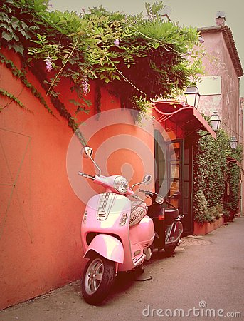 Free Stylish Funky Scooter In Saint Tropez Stock Images - 28036704