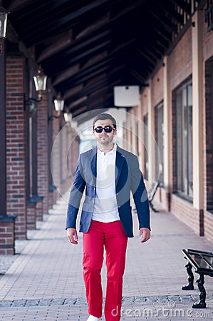 Free Stylish Man On Walk Royalty Free Stock Photography - 42332607