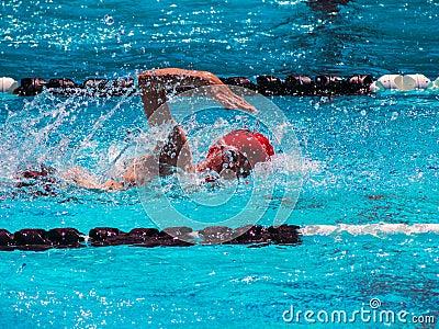 Stylu wolnego pływania upał