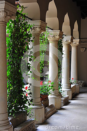 Free Succession Of Marble Columns At Stavropoleos Monastery Stock Photo - 42148690