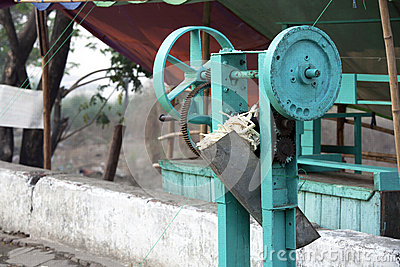 Sugar cane press machine