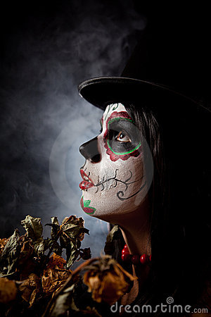 Free Sugar Skull Woman In Tophat, Holding Dead Roses Royalty Free Stock Image - 16589936