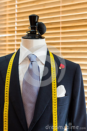 Free Suit On Mannequin Stock Image - 42217561
