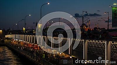 Suleymaniye-moskee met Bosphorus op de Galata-brug stock footage