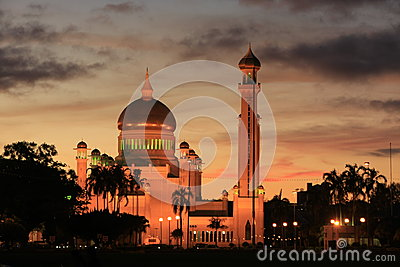 Sultan Omar Ali Saifudding Mosque with lights, Ban