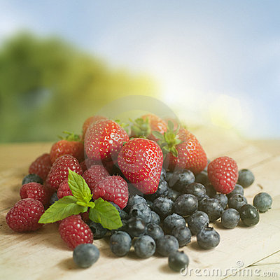 Free Summer Berry Fruits Royalty Free Stock Images - 20292889