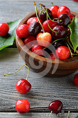 Free Summer Cherry In Small Bowl Stock Photos - 65671813