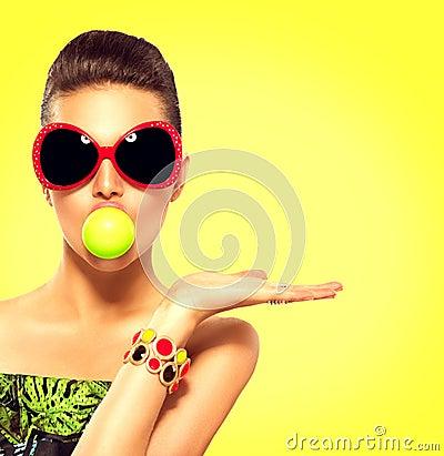 Free Summer Fashion Model Girl Wearing Sunglasses Stock Images - 67912194