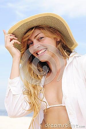 Summer fashion: sensual woman on the beach