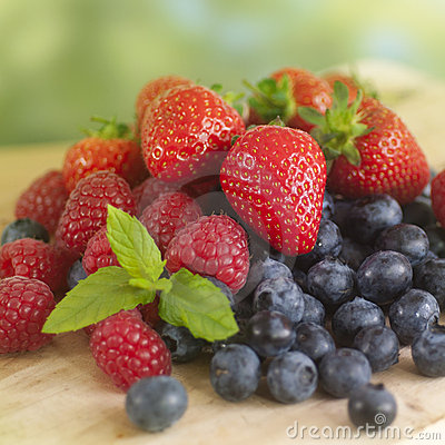 Free Summer Fruits Royalty Free Stock Photography - 20292917