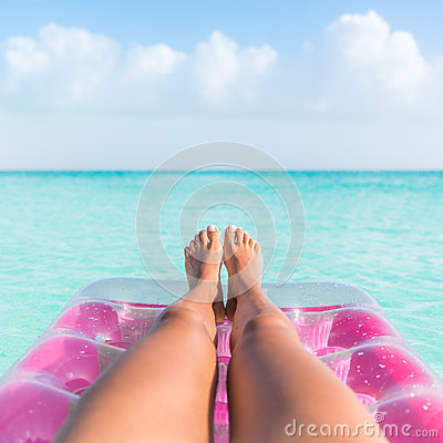 Free Summer Holiday Girl Tanning Legs Relaxing In Ocean Stock Photo - 68706860