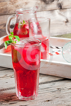 Free Summer Iced Red Drink - Tea Or Juice Royalty Free Stock Images - 85438569
