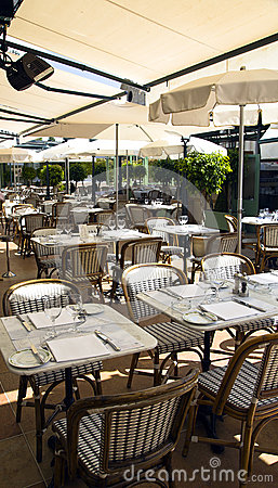 Summer patio of Cafe de Pari