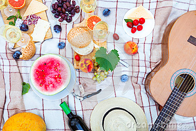 Summer Picnic Basket on the Green Grass. Food and drink concept. Stock Photo