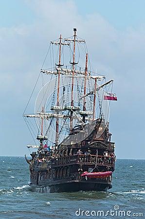 Free Summer Pirate Cruise Ship Royalty Free Stock Photo - 20779795