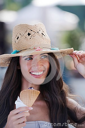 Free Summer Portrait Of Beautiful Woman With Ice Cream Outdoors Royalty Free Stock Photos - 117179598