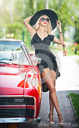 Free Summer Portrait Of Stylish Blonde Vintage Woman With Long Legs Posing Near Red Retro Car. Fashionable Attractive Fair Hair Female Royalty Free Stock Photos - 43540608
