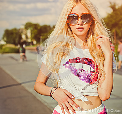 Free Summer Portrait Of Young Sexy Woman In Vintage T-shirt, Red Shorts And Sunglasses Posing On California Beach Stock Photo - 84921260