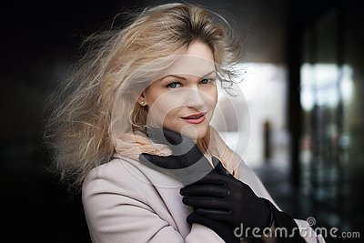 Summer sunny fashion style. Portrait of a young stylish woman outdoors, dressed in trendy outfit and black gloves. Stock Photo