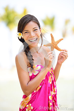 Free Summer Vacation Woman Smiling Happy With Starfish Royalty Free Stock Images - 30094179