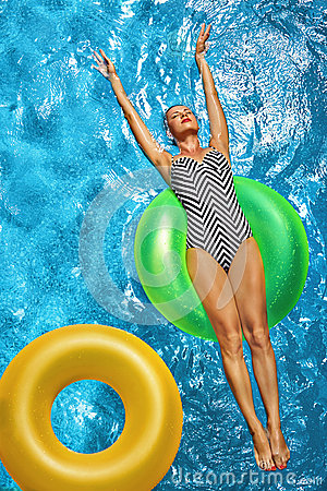 Free Summer Vacations. Woman Sunbathing, Floating In Swimming Pool Water Stock Photos - 70251713