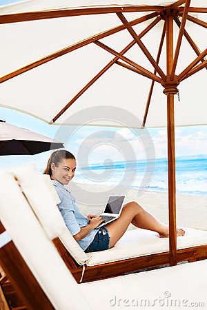 Free Summer Work. Woman Relaxing Using Computer On Beach. Freelance Business Royalty Free Stock Images - 70564779