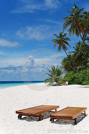 Free Sun Loungers In The Maldives Stock Images - 8448224