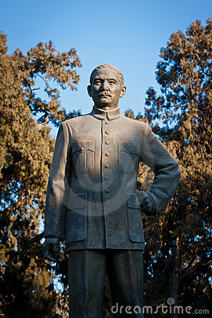 Sun Zhongshan statue