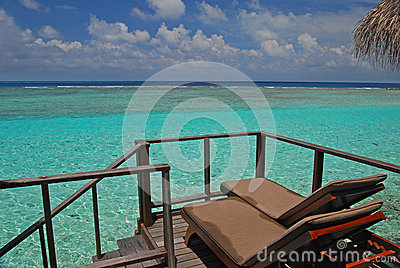 Sunbathing facility on your balcony with endless sea view for Balcony sunbathing
