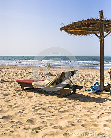 Free Sunbeds On The Beach Royalty Free Stock Photos - 37434748