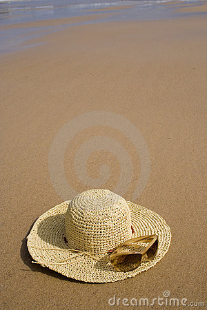 Free Sunglass And A Summer Hat Stock Photos - 3135683