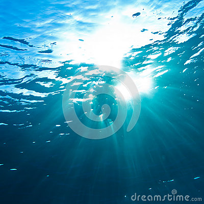 Free Sunrays Breaking Through The Water Surface Royalty Free Stock Photos - 28260028