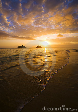 Sunrise at lanikai beach in Hawaii