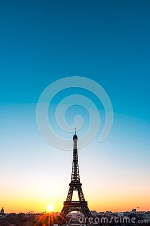 Free Sunrise On The Eiffel Tower Royalty Free Stock Photo - 103158425