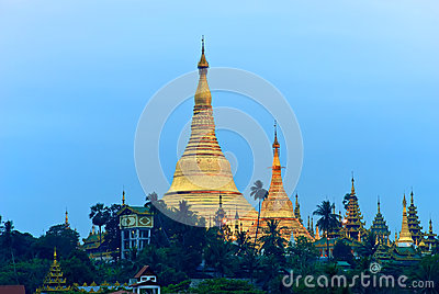 Sunrise over the Shwedagon