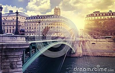 Sunrise paris river