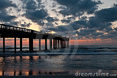 Sunrise in the pier