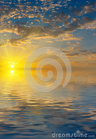 Sunrise with rays of the sun  above the sea